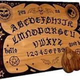 La Ouija.Como hacer una tabla y jugar.