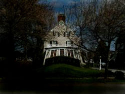 Una casa embrujada real que tiene historias de asesinatos y horrores